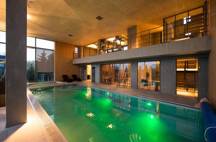 Alpen 6Bdrm + Private Pool