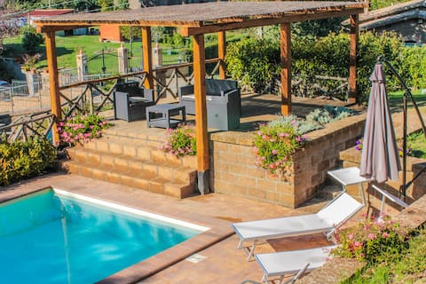 Moradia com piscina privativa, ar condicionado