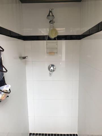 Single Room -Cabin 4- - Annandale - Cabin