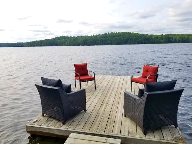 Cottage getaway on beautiful clean Anstruther Lake