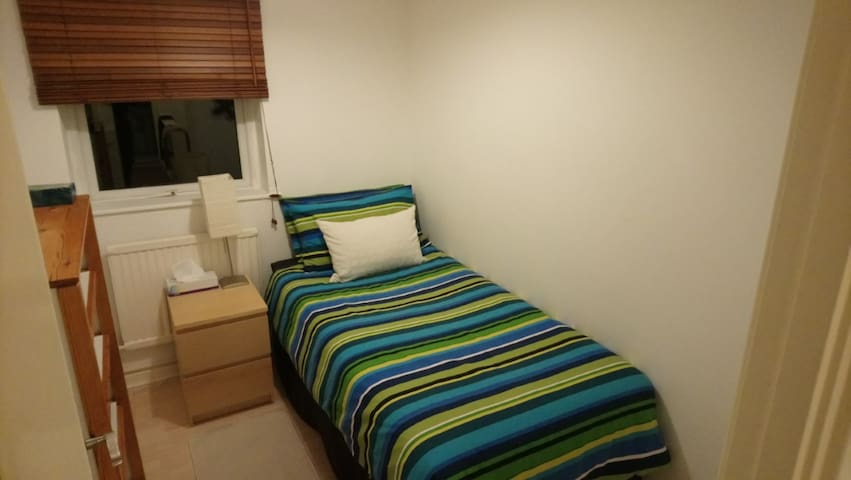 Clean, comfortable and quiet Single bedroom