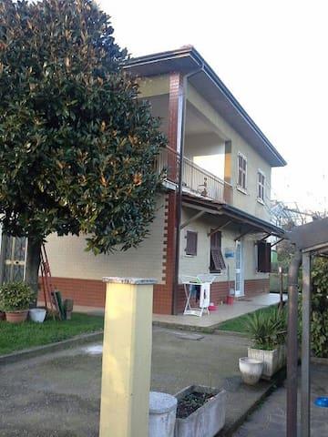 A 10 km dal mare nel verde campagna - Ceparana - Apartment
