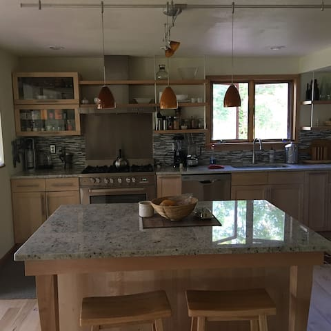 Boulder Luxury Home 12 Min drive to Pearl St.