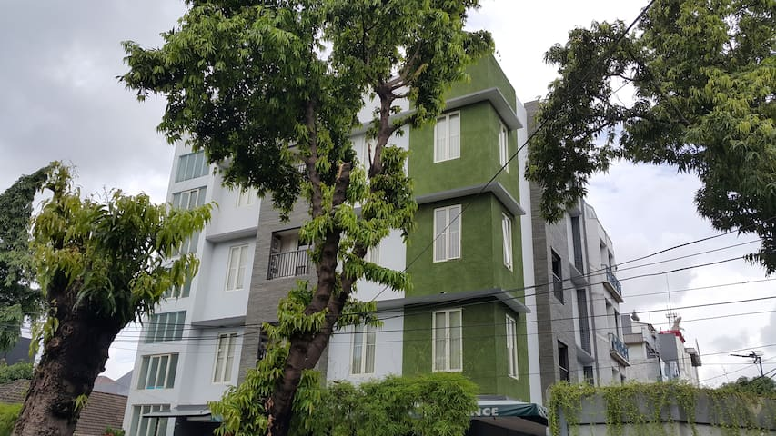 HOMMY RESIDENCE WITH BETTER PLACE AND PRICE - Setia Budi - Apartament