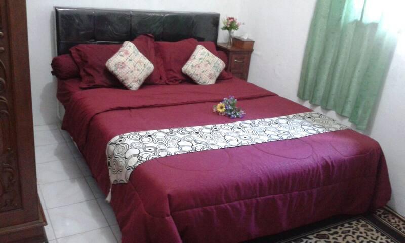 1BR+ AC+b'fast +wifi +Laundry - East Jakarta,near Taman Mini/Indo miniature Park - Bed & Breakfast