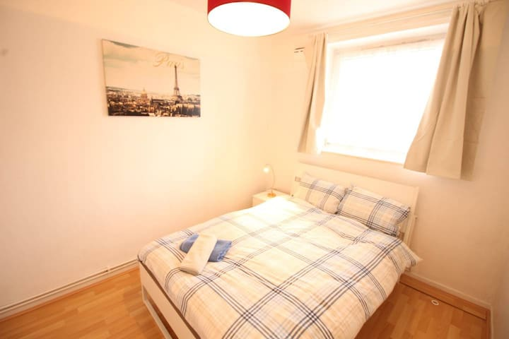(BRX2) Lovely Spacious Double close to Station
