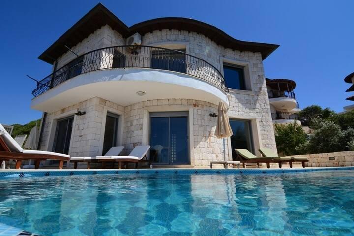 Kaş yarımada da full deniz manzaralı villa