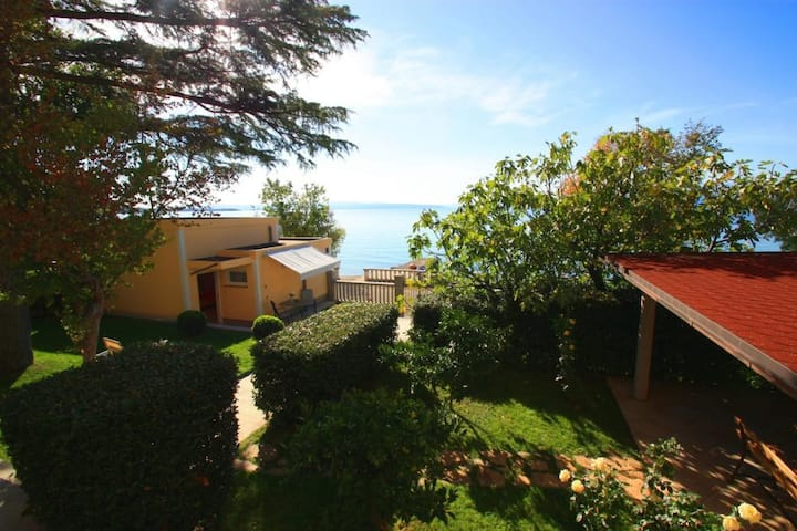 Little house for 2 people - 10 m to the beach(kuc)