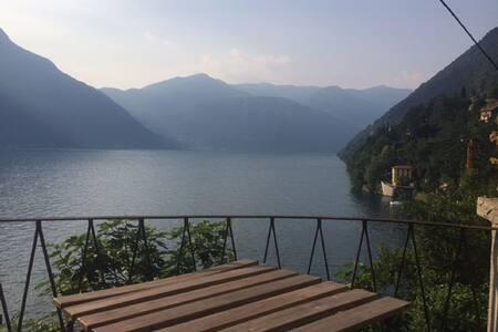 Casa di Ada, in borgo medioevale sul Lago di Como - Nesso