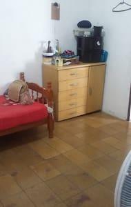 quarto  , com internet telefone confortável etc... - Taubaté - Dům