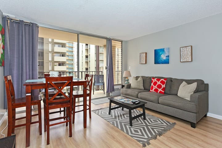 **Professionally Sanitized** Updated Kitchen & Bathrooms + Free Parking! - Fairway Villa 2 BDR City on the 7th Floor