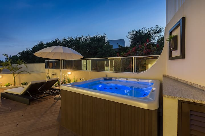 Private Jacuzzi Townhouse Golf and Beach