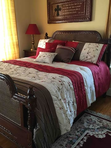 General Granbury's Suites-Bed & Breakfast, #1