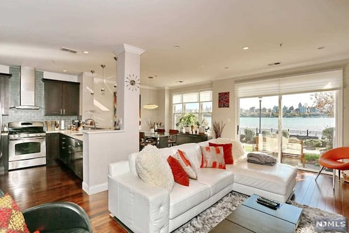 Beautiful water front apartment home - Guttenberg - Condominium