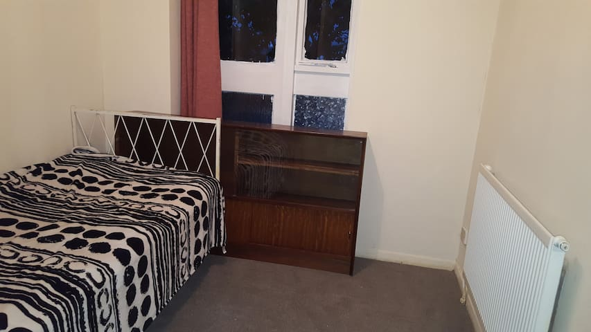 Single room, town center,  London and Kendrick Rd