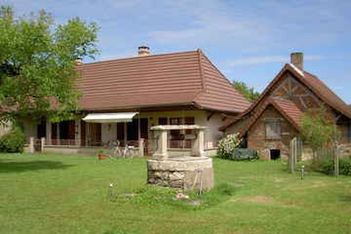Ferme in ruhiger Lage - Saint-Usuge - House