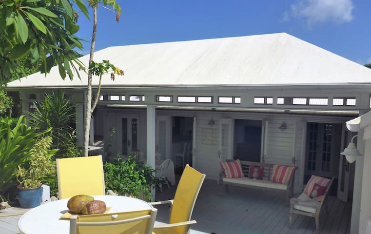 HISTORIC DISTRICT! BEAUTIFUL 18TH C GUEST HOUSE!! - Christiansted - Gæstehus