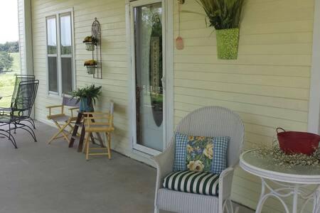 The Farmhouse-Madison County,AR - Casa