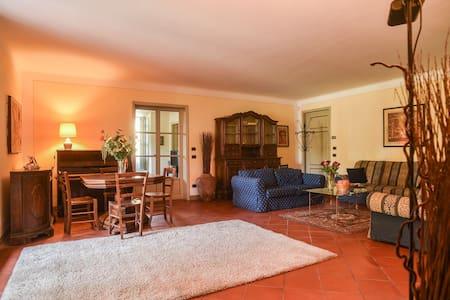 """Villa """"Il Colletto"""" Apartment """"Rosa"""" - Lucca"""