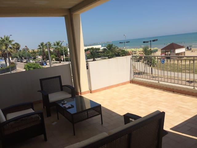 Balcon de 60 m2 sur la mer NOUVEAUTE Splendido !!