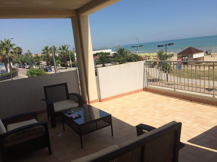 Balcon de 60 m2 sur la mer Splendido !!