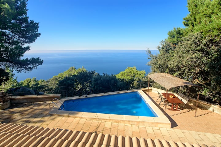 House with seaview in Deia