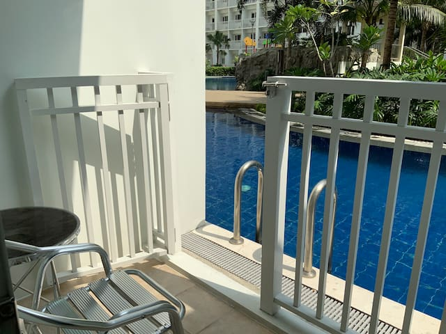 POOL SIDE UNIT WITH FREE PARKING, Shore Residences