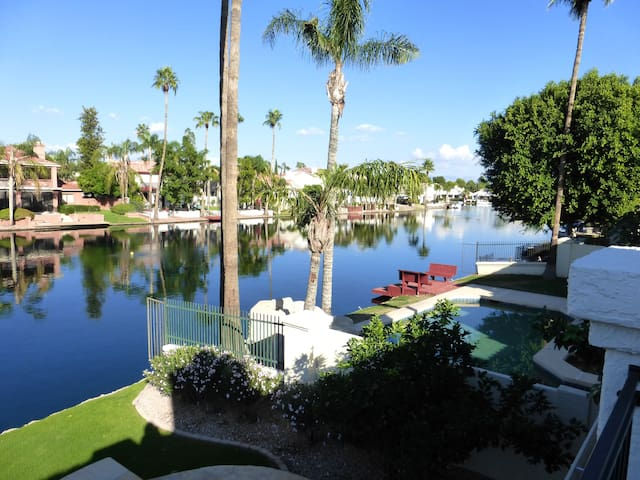 Val Vista Lakes-Gorgeous Waterfront Home