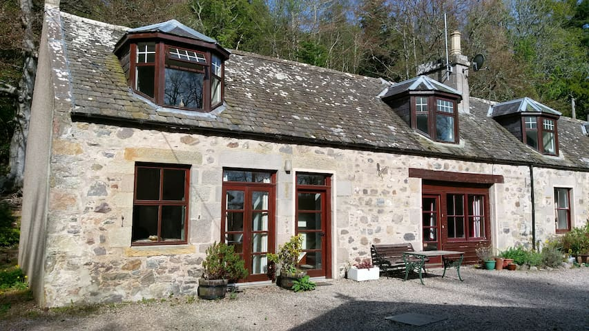 Cosy cottage off the beaten track in Speyside