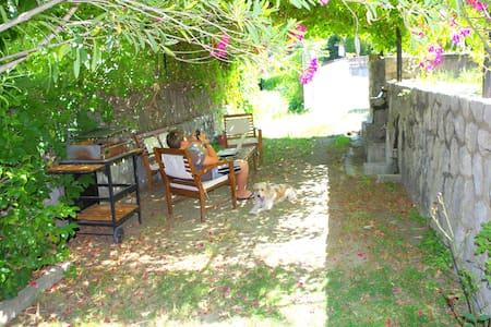 Esprit AirBnB à Anduze - option Bien-être :-) - Anduze - Bed & Breakfast