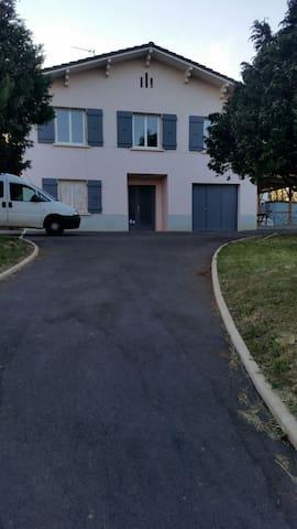 Maison  à 7 minutes du centre ville - Mâcon - Haus