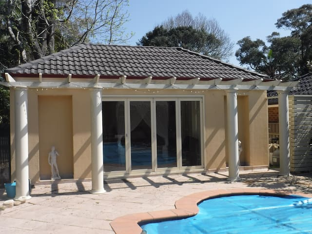 Poolside Cabana for Two - Caringbah South - Dormitorio para invitados