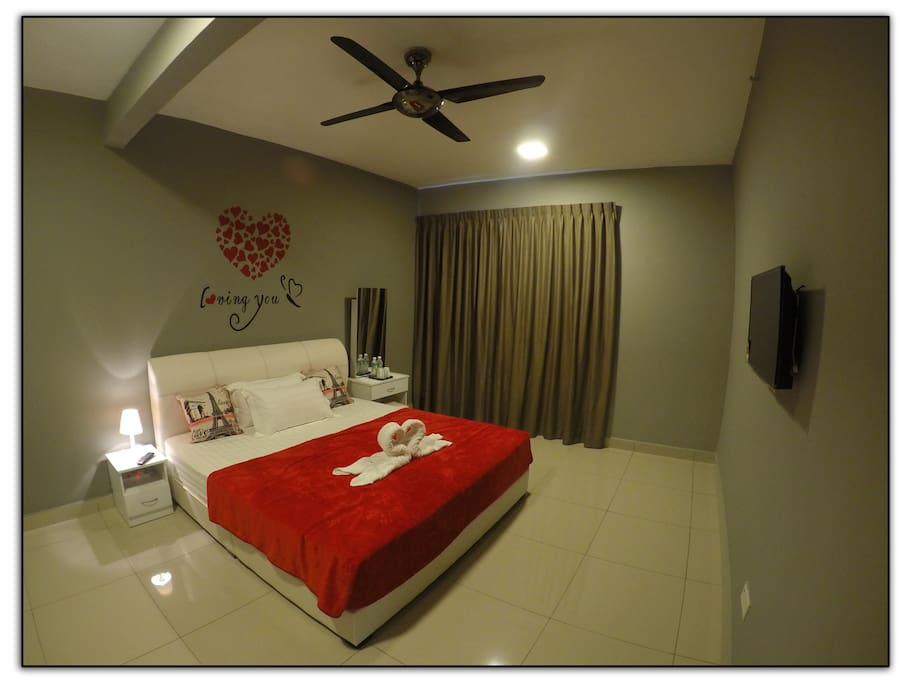 Deluxe Room - King Bed with Private Bathroom
