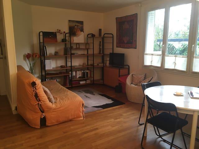 Cozy room, 5 min walking from Gare de Saint-Cloud