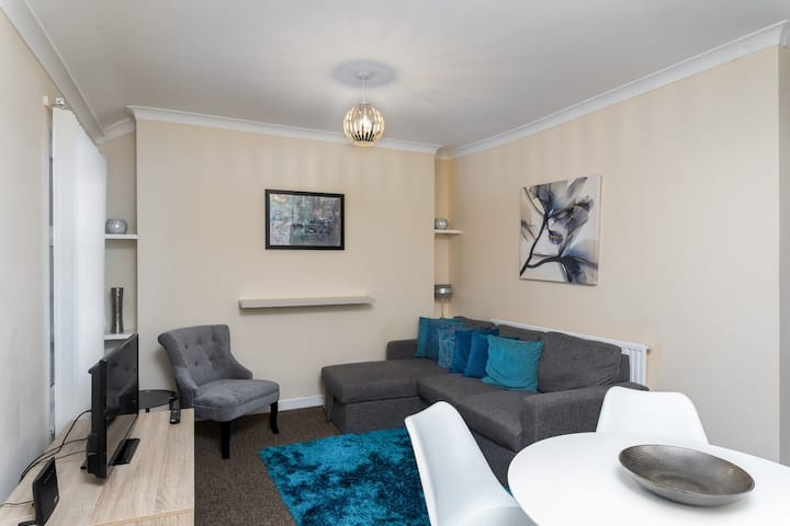 Cosy and Comfortable stay - Swansea
