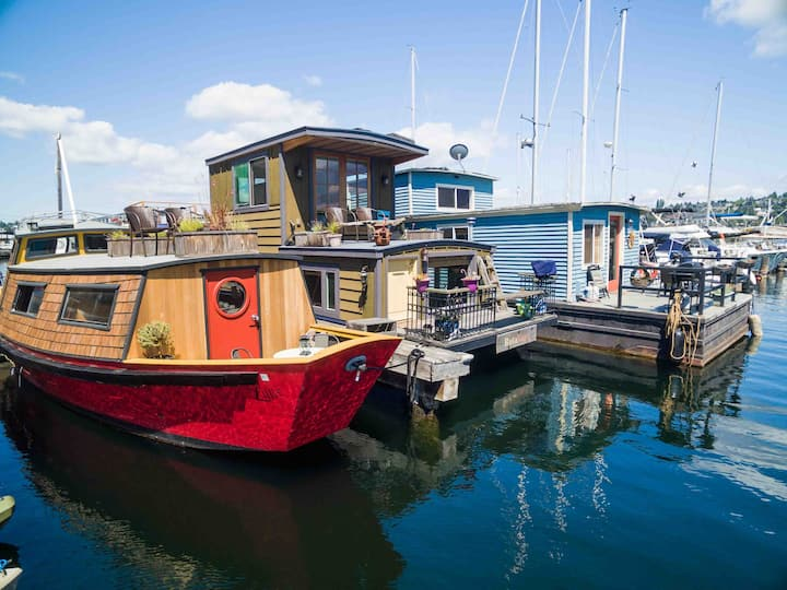 Offbeat Houseboat - Float into your sweet dreams!