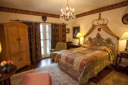 Queen Isabella Room w Pool Blocks from Beach - Daytona Beach - Bed & Breakfast