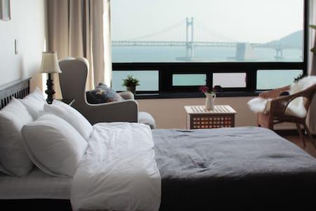 #03 광안리오션뷰,해변바로앞/Gwangalli Ocean *JINI HOUSE - Suyeong