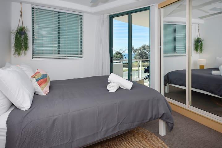 Master bedroom: Queen Bed & Ensuite with ocean views
