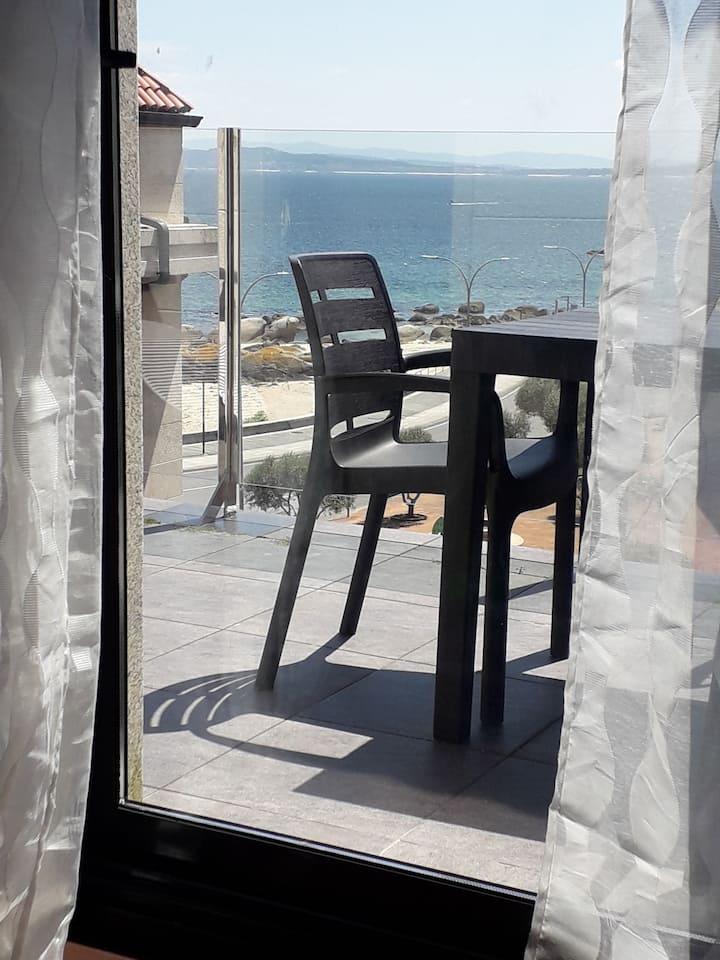 Atico con vistas al mar y terraza en riveira