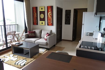 Luxury 2 Bedroom/2 Bath Condo in Perfect Location - Chiang Mai - Appartement en résidence