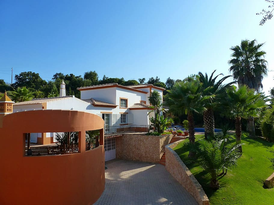 Complete villa, BBQ area and garden