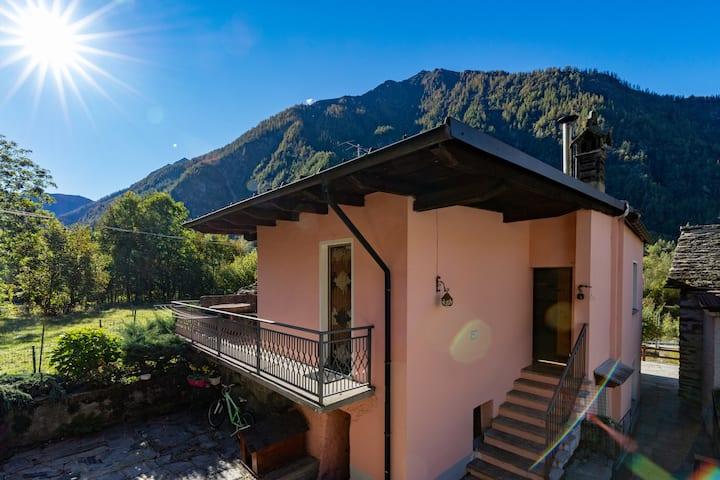 Casa tra le Alpi ai piedi del lago di Antrona