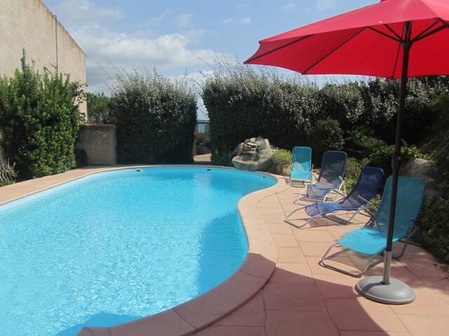 appartement 60 m2 CLIM  4 à 6 personnes + piscine.