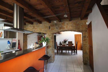 Maison de village au coeur du beaujolais - Anse - Hus