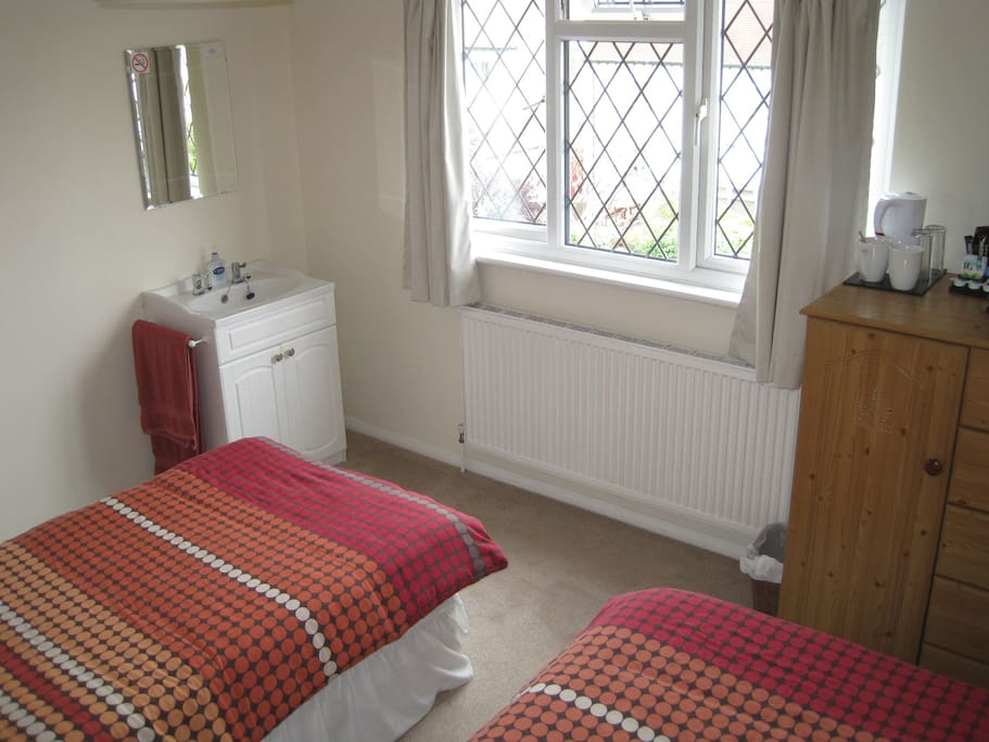 Twin Room Vanity Unit