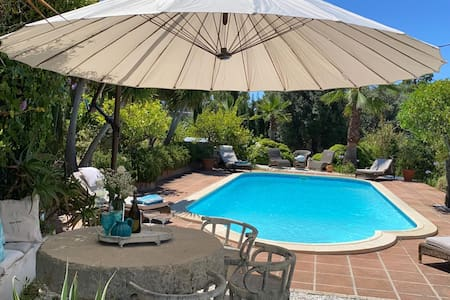 Cottage in beautiful area with use of pool