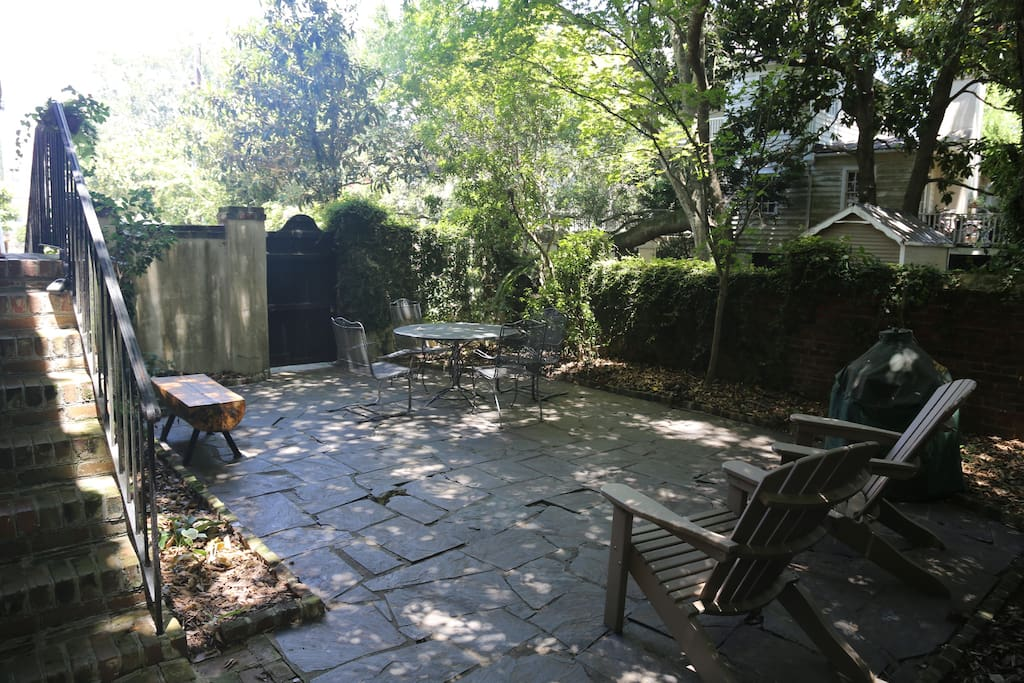 Enjoy the spacious courtyard to relax and eat dinner or read a book!