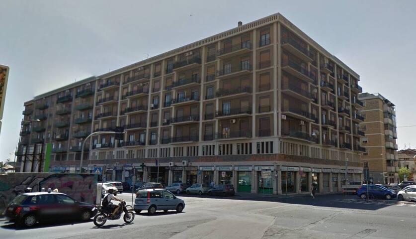 Piccolo monolocale con angolo cottura in centro flats for Monolocale catania