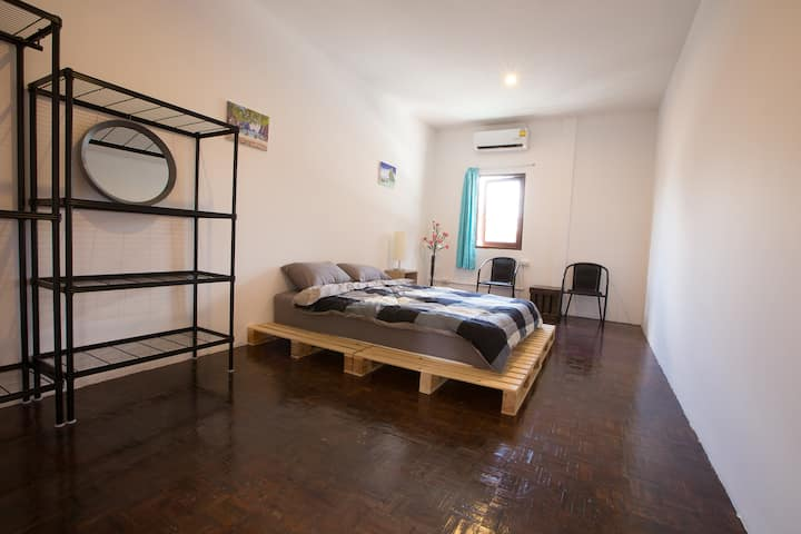 Zee Thai Hostel Khaosan:Private Room Double bed 24
